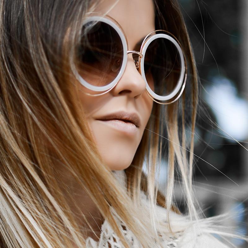 femme brune grosses lunettes rondes